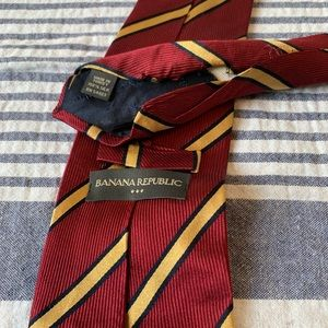 Banana Republic Accessories - Banana Republic Gryffindor looking tie